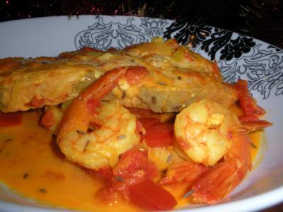 Семга с креветками в томатно-кокосовом соусе