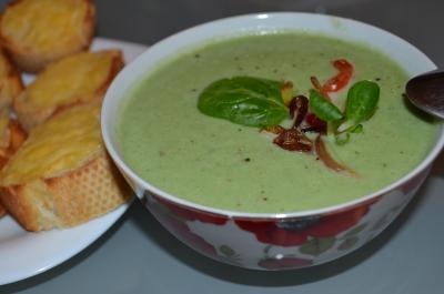 Крем-суп из цветной капусты и шпината с кокосовым молоком