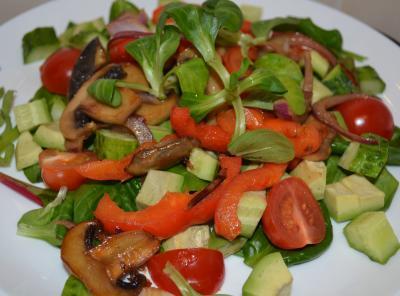 Салат с теплыми грибами