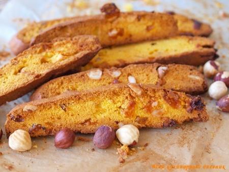 Кукурузные бискотти с фундуком и вяленой грушей