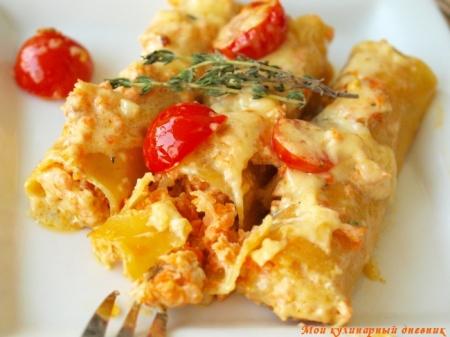 Каннеллони с лососем и креветками под сливочным соусом