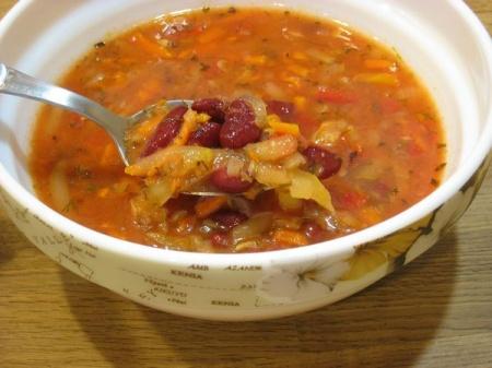 Фасолевый суп с кабачками и томатом