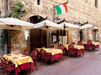 В итальянский ресторан пришли двадцать человек в трусах