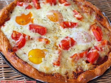 Пицца-тарт с яйцами и беконом