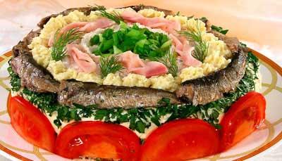 Бутербродный торт с кальмарами и ветчиной