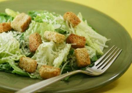 Приготовление салата «Цезарь»