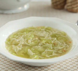 Куриный суп с сельдереем и лимоном