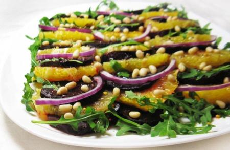 Свекольный салат с апельсином и руколой