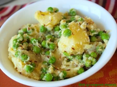 Карри из картофеля и зеленого горошка с йогуртом, кумином и имбирем