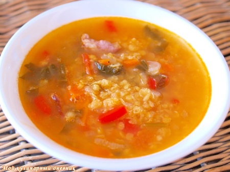 Чечевичный суп с помидорами и шпинатом
