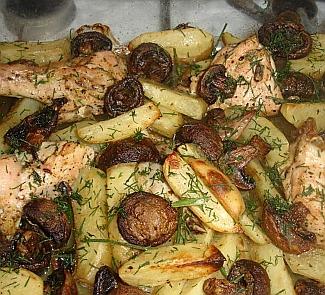 Жаркое из картофеля, грибов и курицы