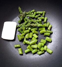 Равиоли с креветками и спаржей в цитрусовом соусе