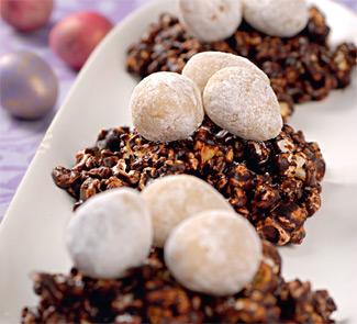 Шоколадные гнезда с марципановыми яичками