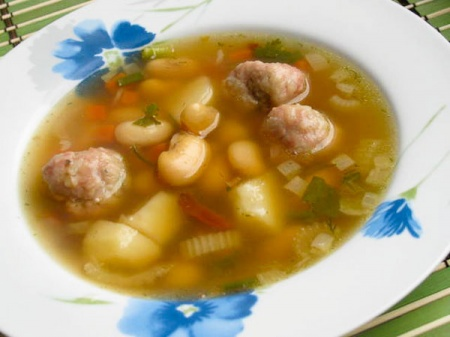 Суп фасолевый с фрикадельками