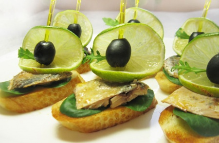 Бутерброды со скумбрией «Лодочки»