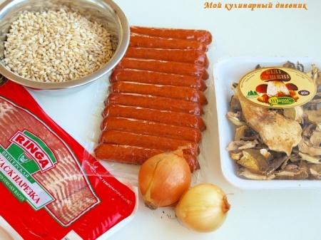 Перловая каша с копчёными колбасками и грибами