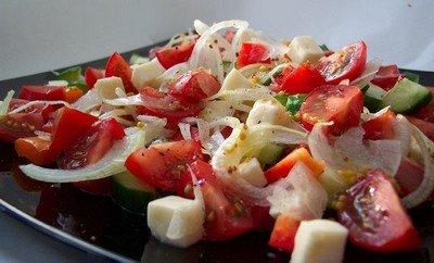 Летний салатик с тунцом