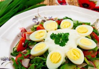 Простой пасхальный салат