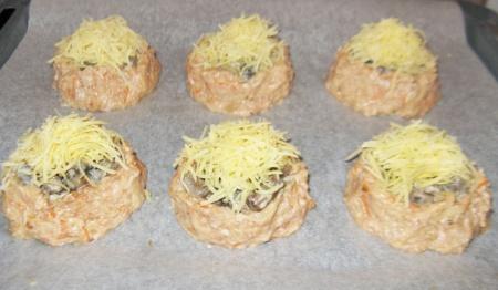 Гнезда из фарша с грибами и сыром