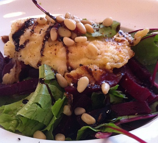 Изысканный салат с биточком из Шавру