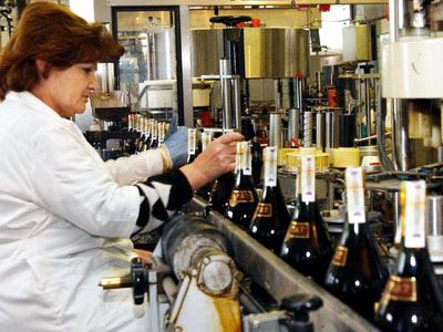 Армения увеличивает производство коньяка и сокращает его поставки в Россию