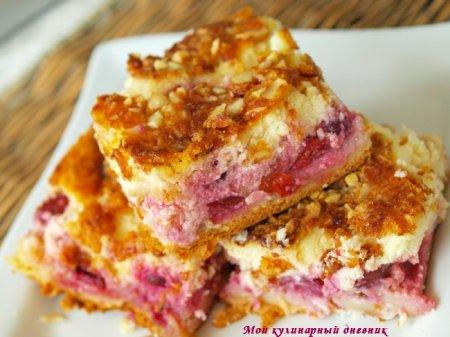 Вишнево-миндальный пирог с творогом