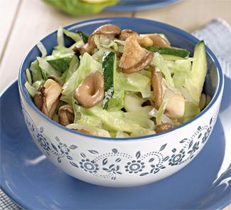 Зеленый салат с вешенками