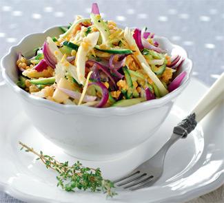 Салат из розовой чечевицы, огурцов и сельдерея