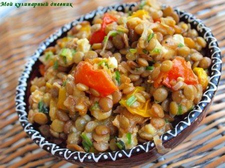 Салат из запеченных помидор черри, чечевицы и хрустящего шалота