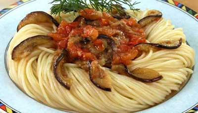 Спагетти с соусом из баклажанов
