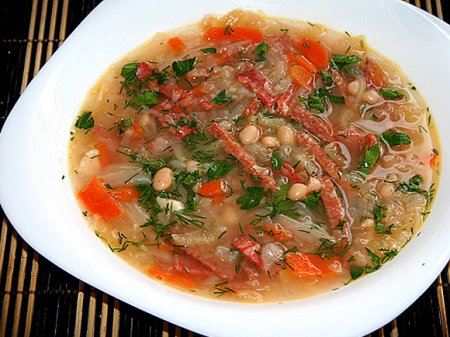 Фасолевый суп с колбасой по-польски
