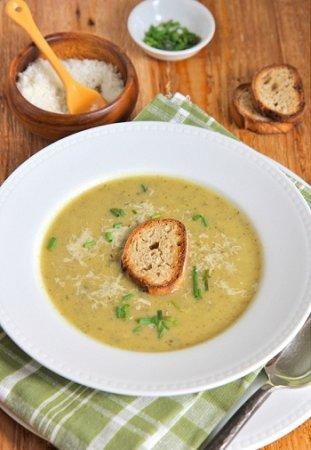 Суп из цуккини с чесночными гренками