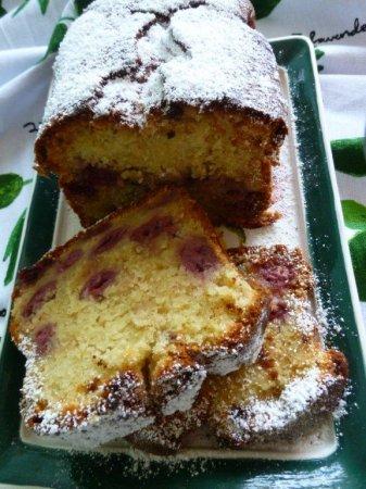 Вишневый кекс с марципаном