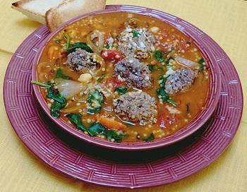 Минестроне с овощами и говяжьими фрикадельками