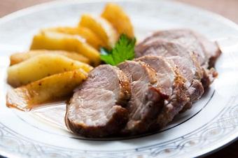 Свинина с яблоками по-венгерски