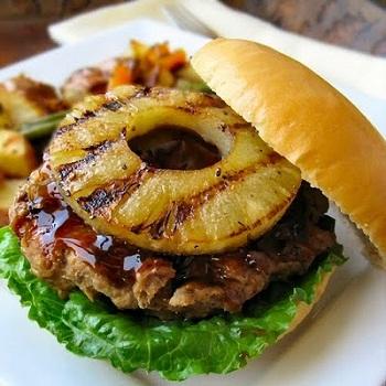 Гамбургер с ананасом