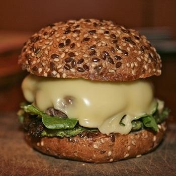Сырный гамбургер со шпинатом
