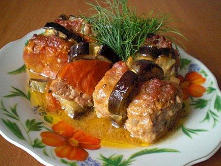 Мясная запеканка с баклажанами и помидорами