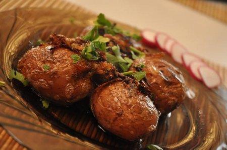 Молодой румяный картофель