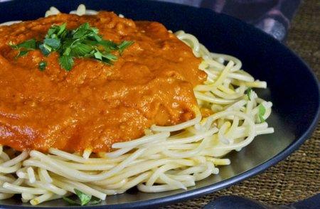 Спагетти с томатным соусом из запеченных помидор