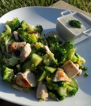 Куриный салат с брокколи