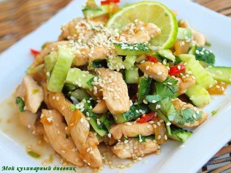 Салат с куриным филе и огурцами в тайском стиле