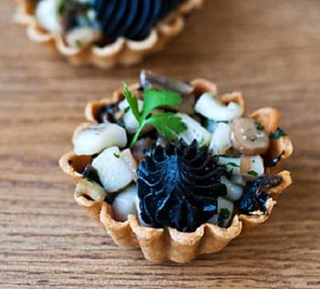 Тарталетки с грибами и морепродуктами