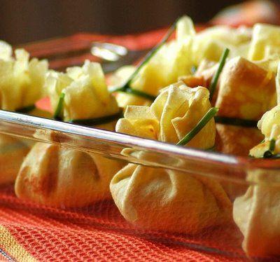 Узелки с рикоттой и шпинатом под соусом Бешамель