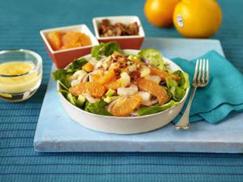 Цитрусовый салат с креветками и медовой заправкой
