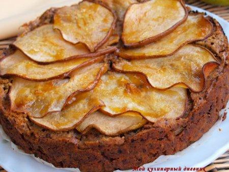 Грушевый пирог с шоколадом и орехами