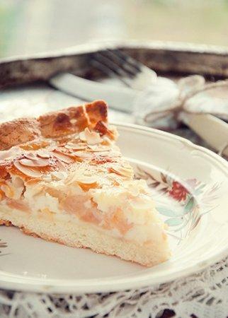 Яблочный пирог с миндалем