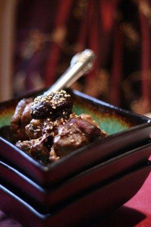 Баранина с черносливом под пивным соусом