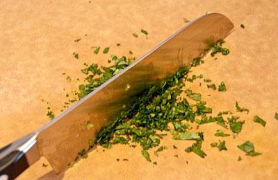Азиатский салат из лапши с креветками