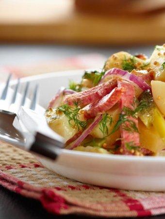 Салат с копченостями и соленым огурцом